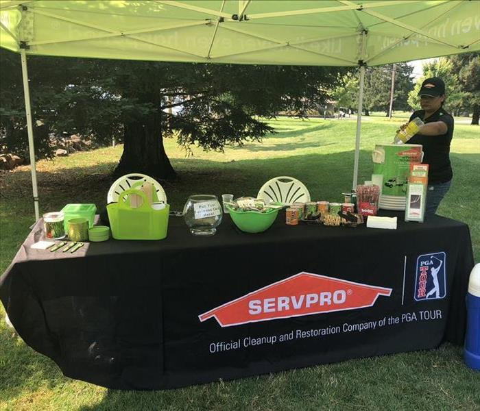 Setting up  for the Vacaville Rotary Golf Tournament